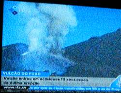 News to Volcanic eruption beneath the Pico de Fogo in Capeverdean TV